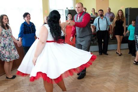 Svatební šaty pro baculky, 50