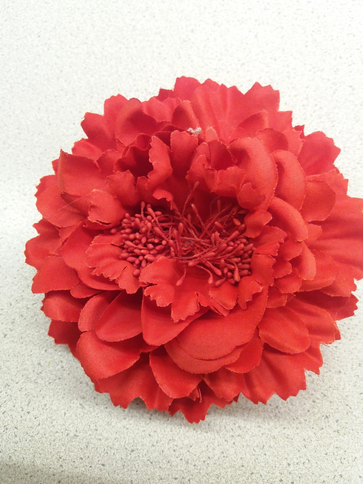 Červená květina do vlasů 096f13ce18