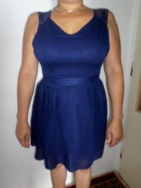Lehké šaty z šifonu a krajky, 42