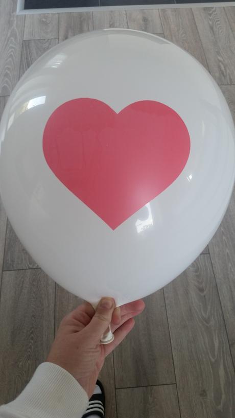 Balony so srdcom v strede,