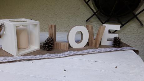 Dřevěná dekorace LOVE,