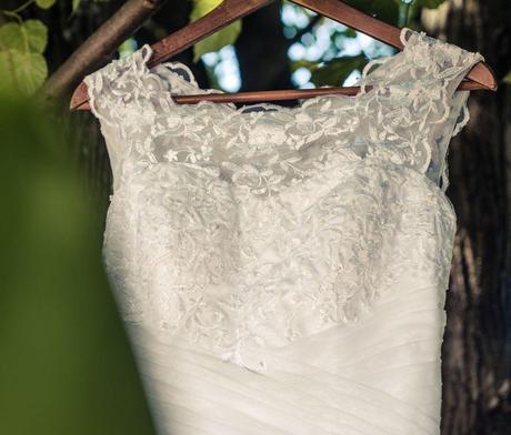 Svatební šaty s krajkou , 38