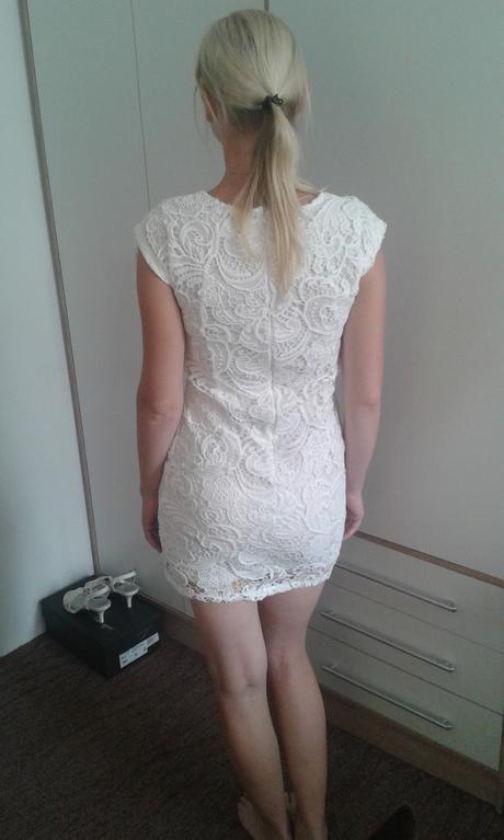 Bíle krajkované šaty, 38