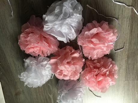 pom pom biele a ružové,
