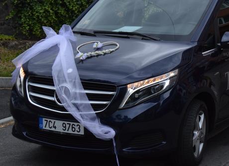 Dekorace na auta pro ženicha a nevěstu,