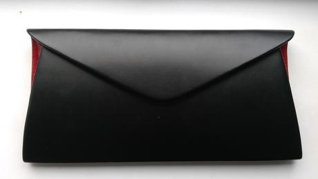 Luxusni černé obálkové psaníčko s červenými boky,
