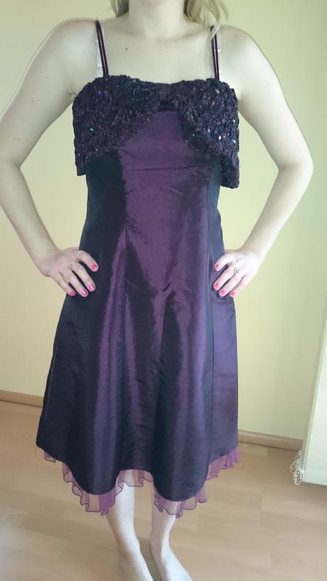Krátke spoločenské šaty , 38
