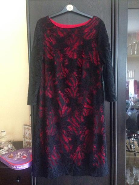 Čierne čipkované šaty, 44