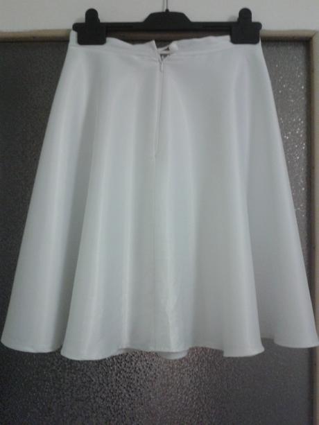 Biela saténová sukňa, 36