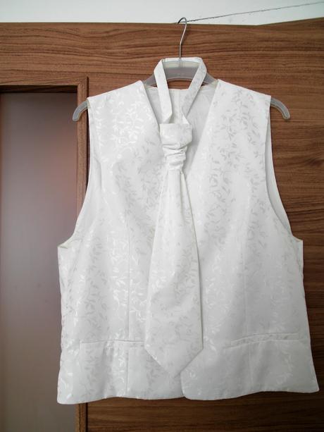 svadobná vesta s kravatou, 52