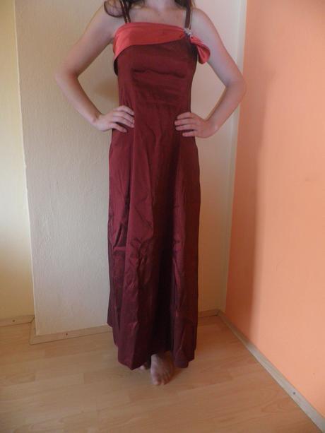 Dlhé červené spoločenské šaty, M