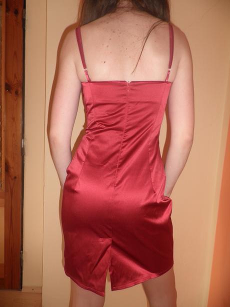 Krátke červené šaty, M