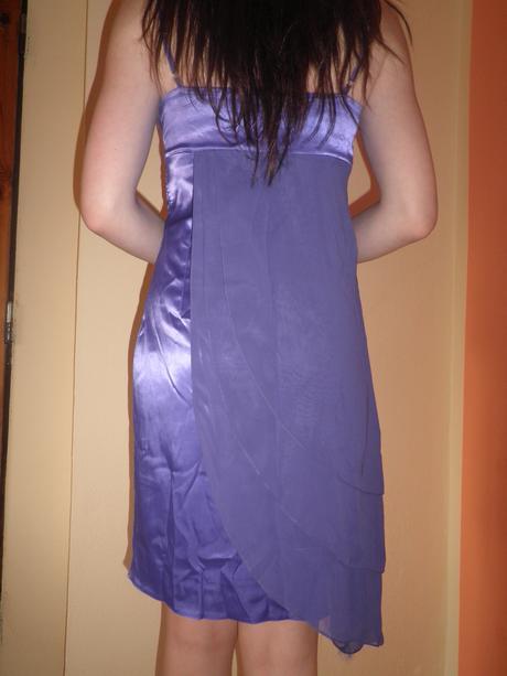 Krátke fialové spoločenské šaty, M