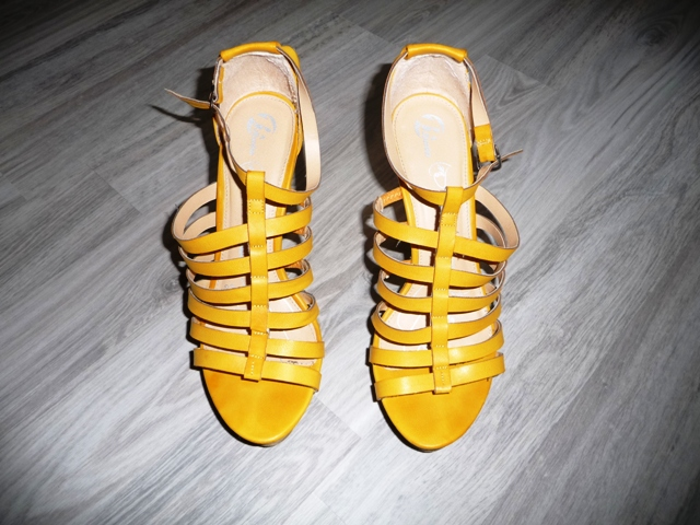 8a9021ad4645 Žlté sandále značky baťa