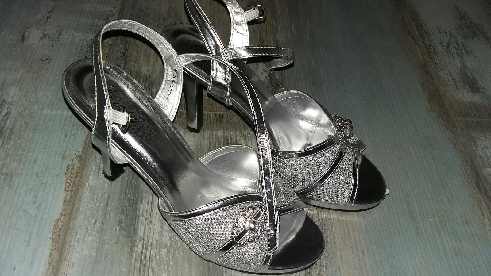 00c0bf0b16b6 Strieborné spoločenské topánky
