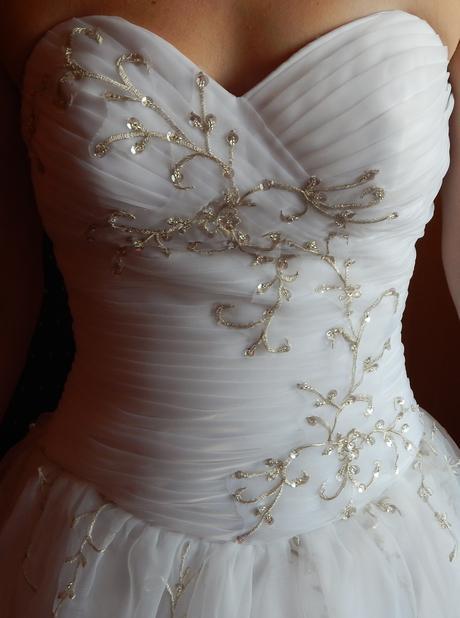 nepoužité svadobné šaty, 36
