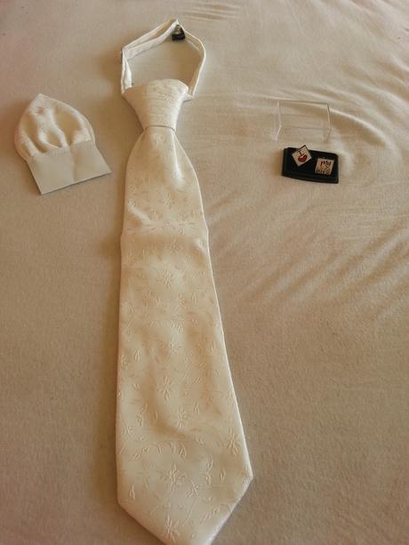 Vesta, kravata, vreckovka, manžetové gombíky , 50