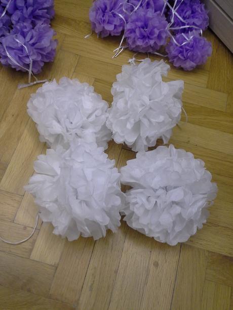 Pompoms bílé 20 cm,