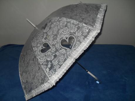 Biely dáždnik so srdiečkami ,