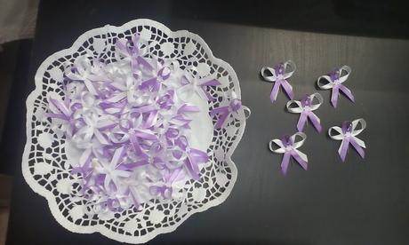 bielo fialove pierka,
