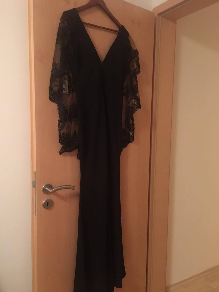 Čierne dlhé šaty s vystrihom 473102d3e99