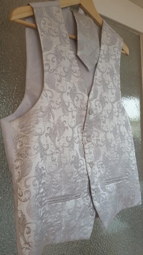 Vesta, kravata a kapesníček, 50