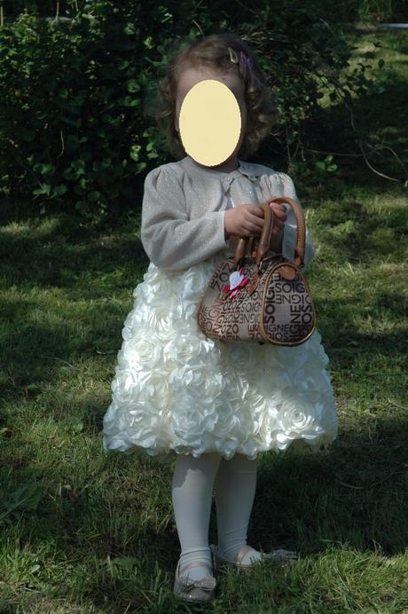 Šaty s doplňky, 92