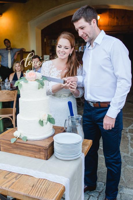 Rustikální dřevěný stojan na dort,