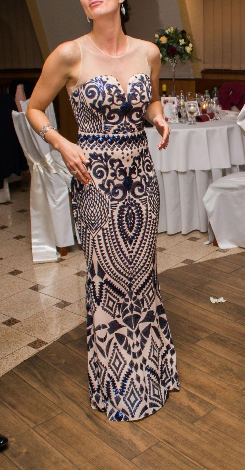 09436fb32e8a Nádherné dlhé spoločenské šaty - vzorované
