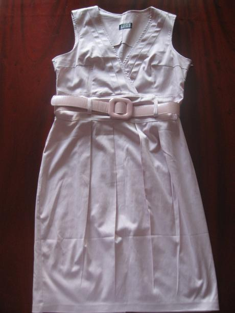 Bledofialové šaty, 40