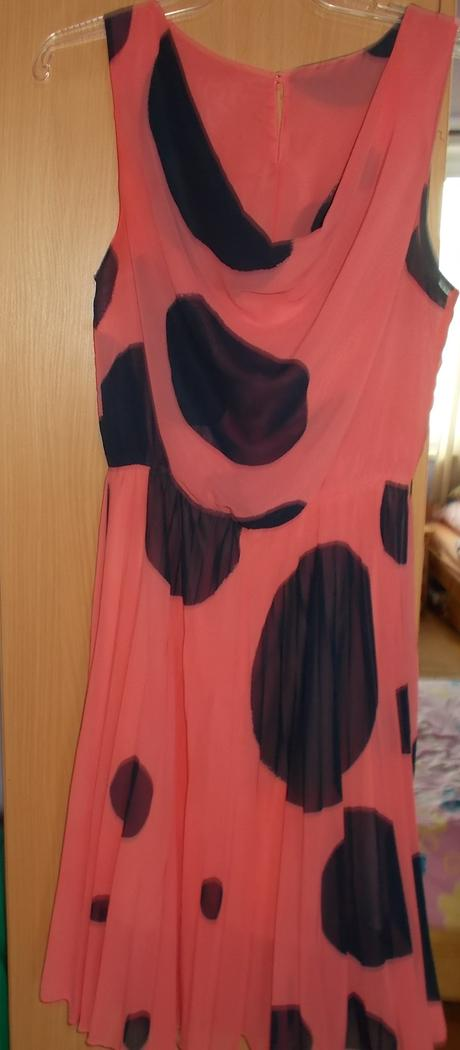 Nádherné spoločenské šaty, 40