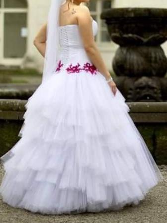 Netradičné svadobné šaty, 38