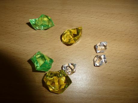 dekoračné kamienky, biela, zelená, žltá farba,