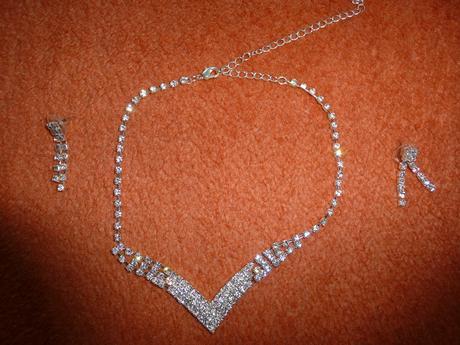 náhrdelník + náušnice + náramok,
