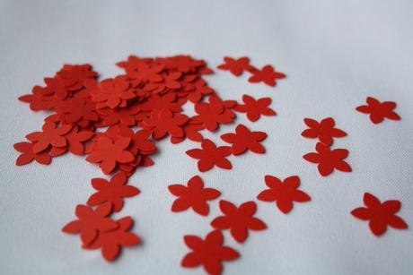Konfety červené,