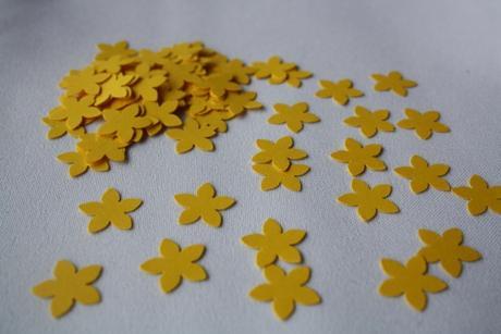Konfety kytičky - žlutá,