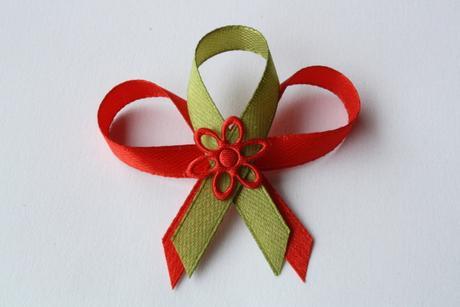 Svatební vývazek červeno-olivově zelený,