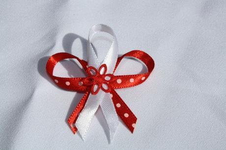 Svatební vývazek červený s puntíky,