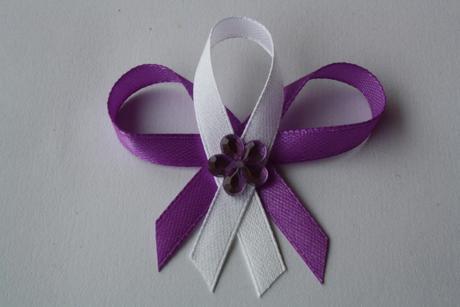 Svatební vývazek fialovo-bílý,