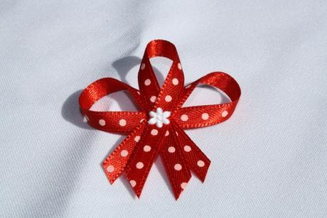 Svatebný vývazek červený s puntíky,