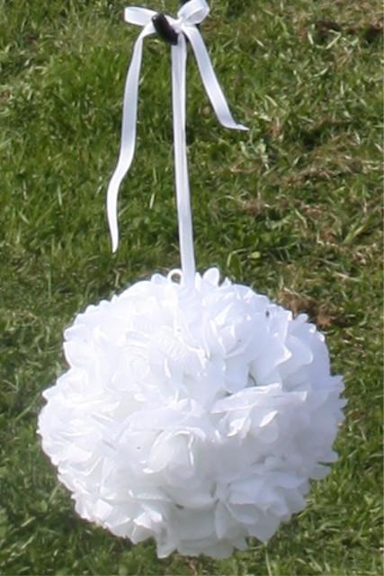 Závěsná květinová koule bílá,