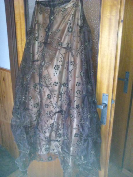společenské šaty, 42