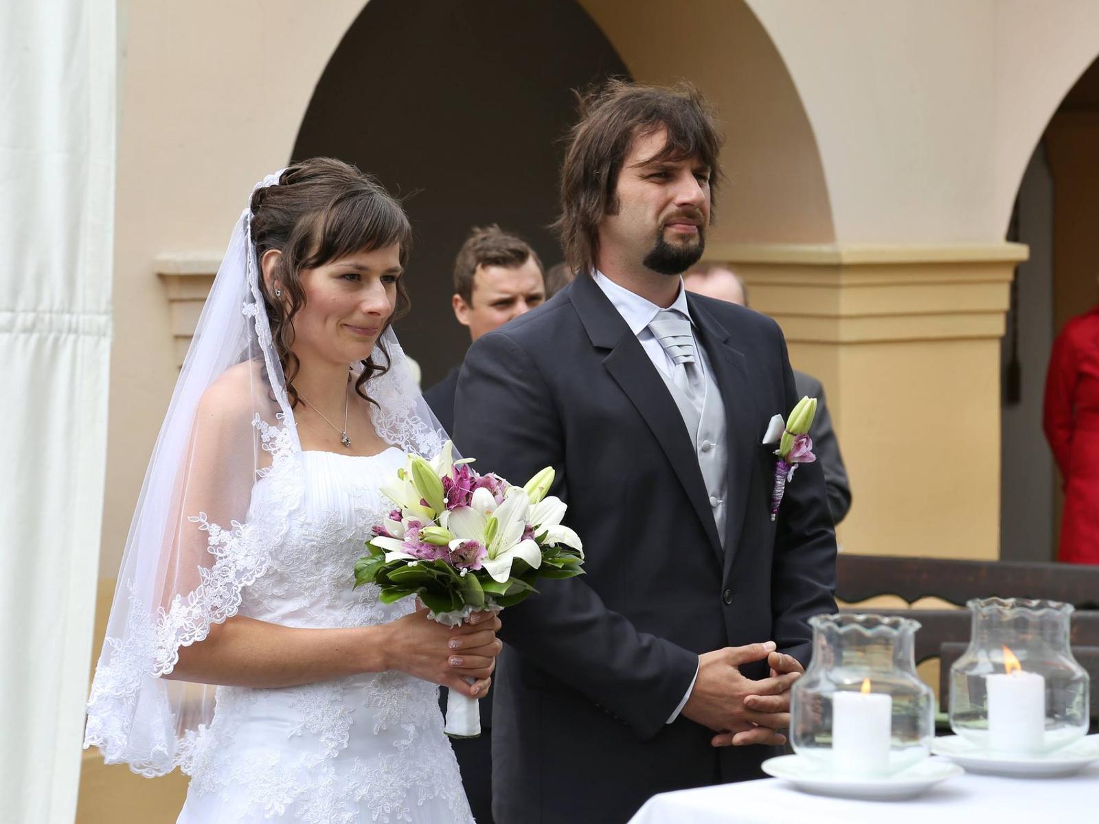 Krajkove Svatebni Saty Se Zavojem A Spodnickou 38 4 000 Kc