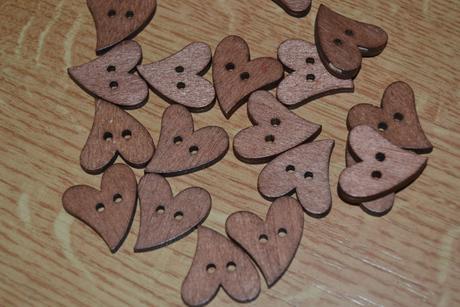 Dřevěná srdíčka - knoflíčky,