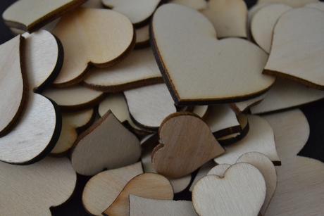 Dřevěná srdíčka mix 50ks,