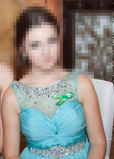 nádherné spoločenské šaty vyšívané kamienkami., 36