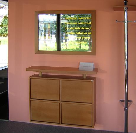 Botník, zrkadlo, vešiaková tyč,