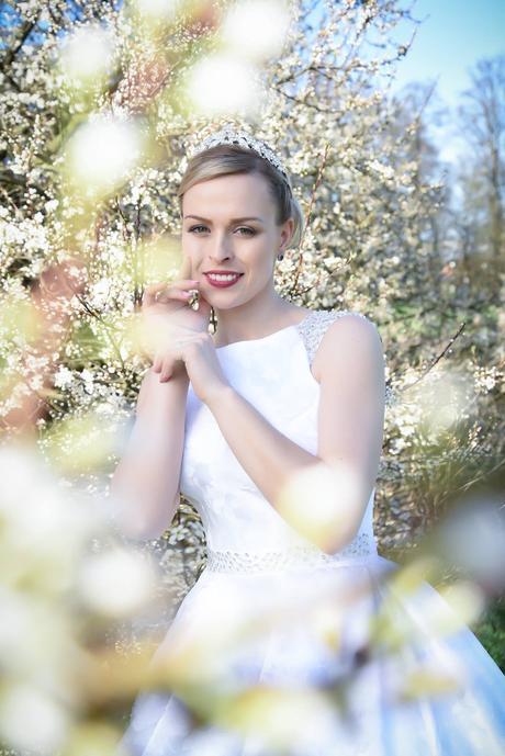 Svatební brokatove šaty , 38