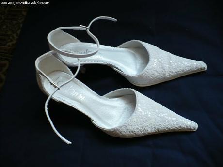 3db3f510a42d Elegantne biele svadobne topanky