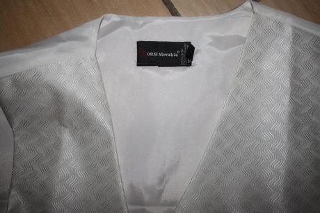 vesta,kravata,manžetové gombíky a ozdoba do vrecka, 40